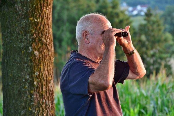 Война с соседями 80 lvl: Безумный пенсионер в Ростове гадил с потолка соседям снизу