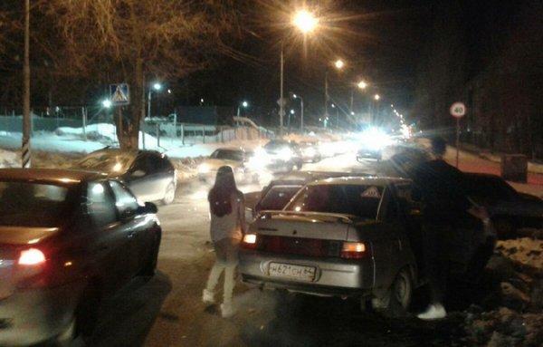 В Саратове после ДТП водитель станцевал лезгинку