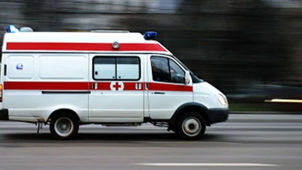 Очевидцы сообщили о девушке, упавшей с большой высоты
