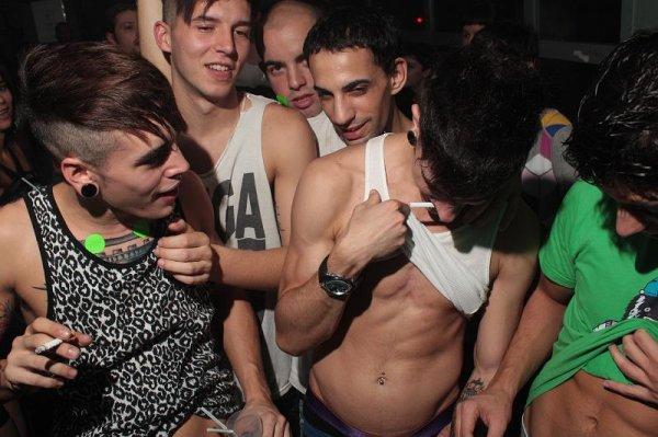Матроса обокрали в гей-клубе Петербурга