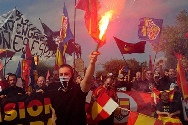 Вооруженные молотками и бензином испанские фанаты напали на русских