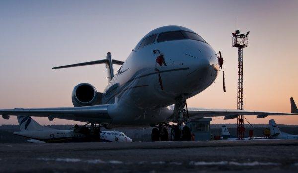 Летевший в Москву авиалайнер совершил экстренную посадку в Красноярске