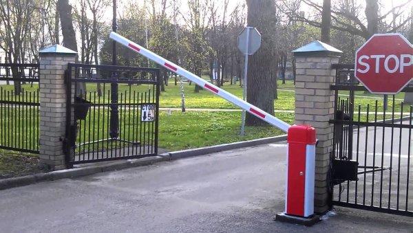 В Ульяновске со двора дома украли шлагбаум
