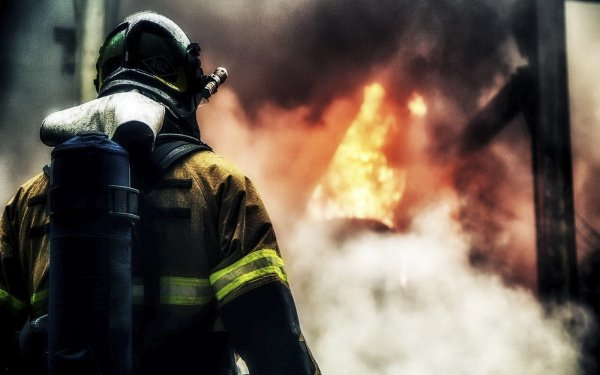 Площадь возгорания теплохода в Москве достигла тысячи квадратных метров