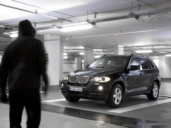 «Умный» авто BMW угнали за 90 секунда