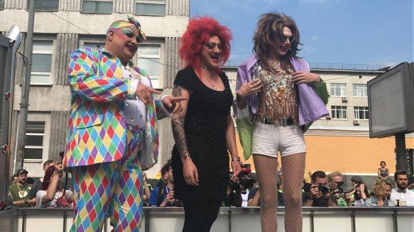 Трансвеститы избили прохожих в Санкт-Петербурге