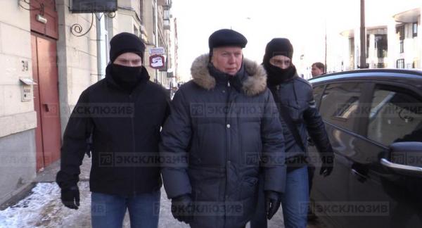 Сотрудники ФСБ допрашивают бывшего замначальника ГУВД Петербурга