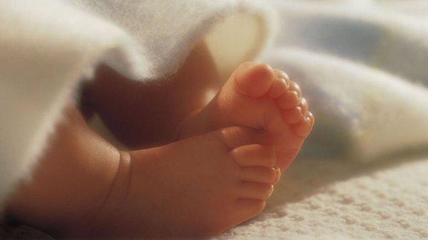 После родов в туалете москвичка принесла в больницу мертвого малыша в пакете
