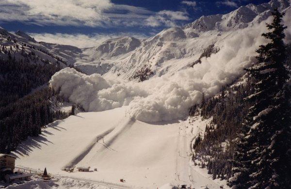 Полуторагодовалый ребенок спас свою мать от снежной лавины