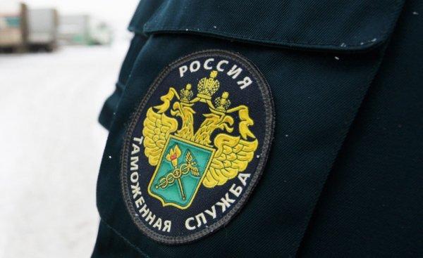 В кабинете начальника таможни Дагестана изъяли миллион рублей