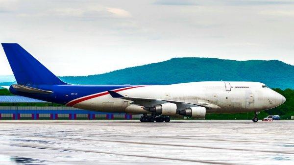 СК начал проверку по факту посадки в Домодедово лайнера Boeing с поврежденным шасси