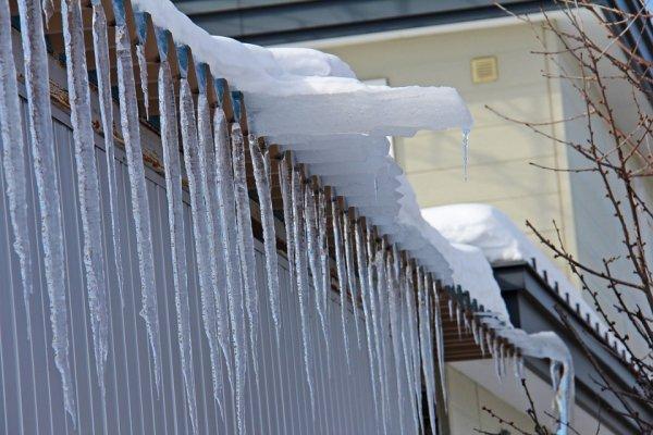 В МЧС сообщили об обрушении крыши строящегося катка в Истре