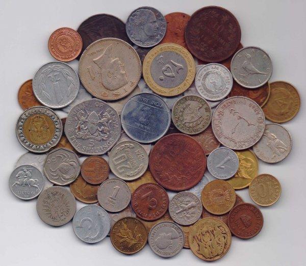 Украинец пытался ввезти в Крым 8 килограммов коллекционных монет