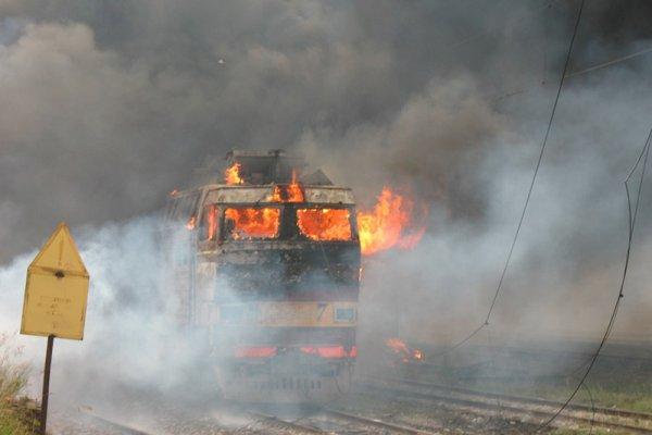 В Уфе на железнодорожных путях загорелся поезд