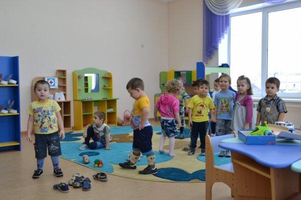 В Петербурге нянечка в детском саду положила грязное белье ребенку в капюшон