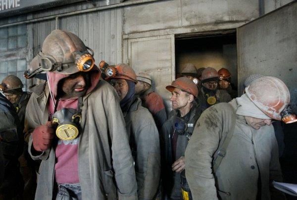 Более 100 рабочих шахты «Комсомольская» в Воркуте эвакуируют из-за ЧП