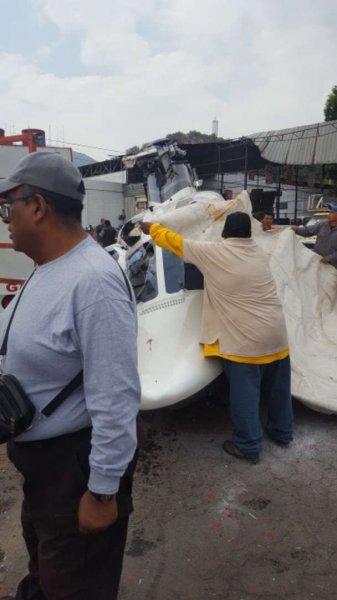 Вертолёт рухнул на автомобиль-газовоз в Мексике