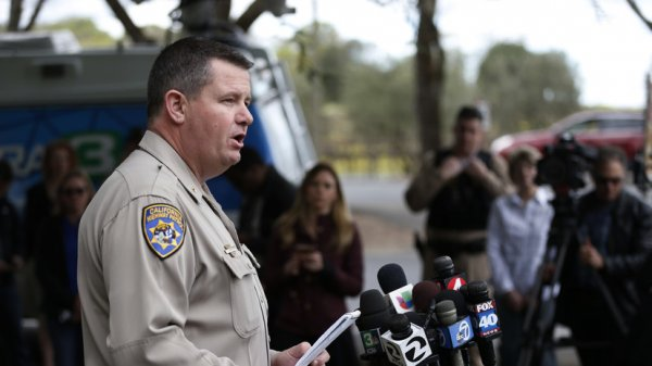 Все три заложника в доме для ветеранов в Калифорнии найдены мертвыми