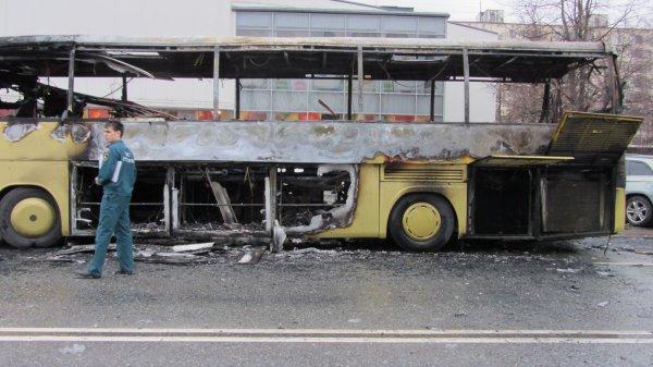Рейсовый автобус загорелся на юге МКАД