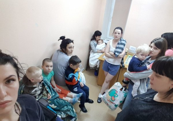 В Омске мамы с детьми ночью покинули больницу из-за сгоревших пустышек