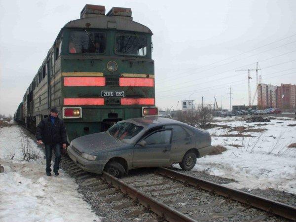 В Подольске автоледи врезалась на машине в тепловоз