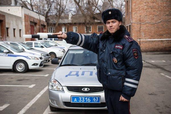 В Таганроге водитель-новичок врезался в забор на угнанном авто