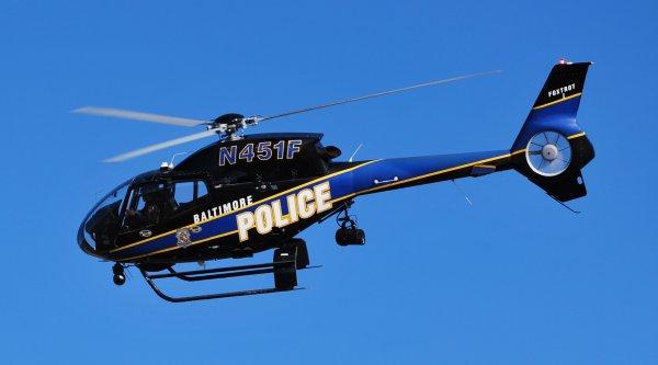 Столкновение двух полицейских вертолетов в Калифорнии попало на видео