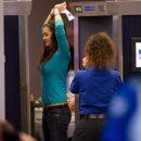 В аэропорту Тайваня взбешенная пассажирка устроила стриптиз