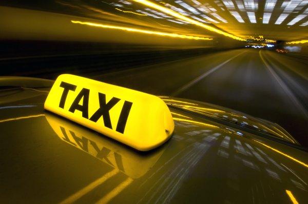 В Ростовской области таксист умер прямо за рулём