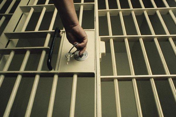 Американку посадили в тюрьму за брак с дочерью и сыном