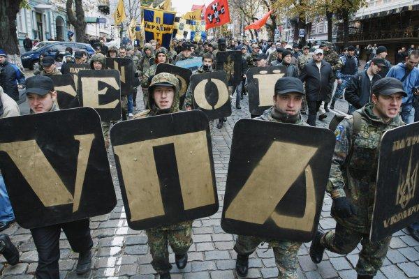 В Харькове осквернили памятник сподвижникам Бандеры