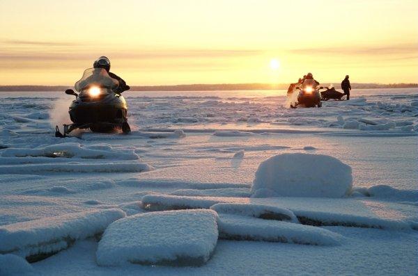 В Финском заливе были спасены жертвы провала под лёд на снегоходах
