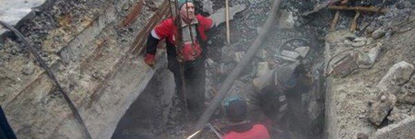 В Ростове-на-Дону на дороге в образовавшуюся яму провалился эвакуатор