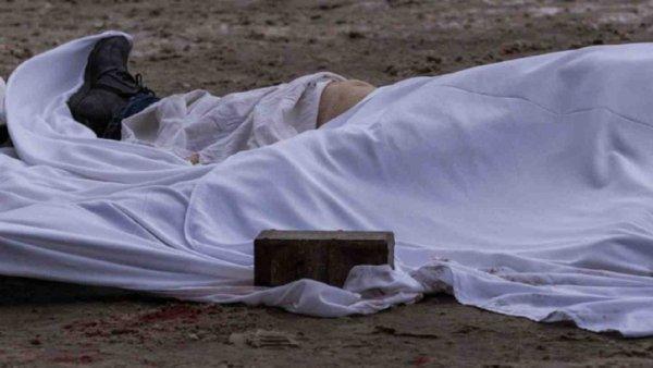В Ростове на тротуаре под деревом обнаружили тело мужчины
