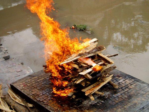 Тело маньяка Мэнсона предали кремации в США