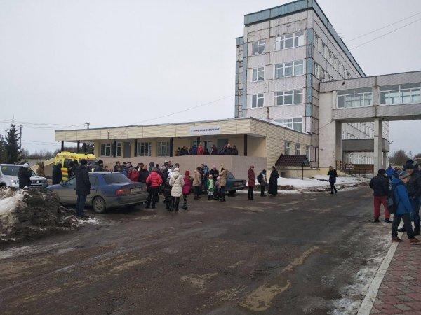 Очередь в горбольницу в Волоколамске выстроилась на улицу