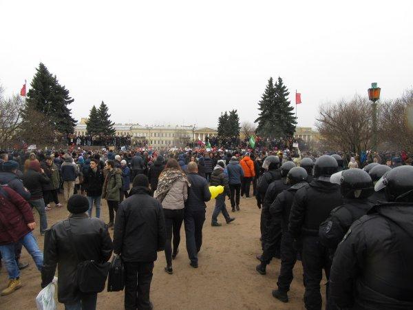 Россияне вышли на митинг из-за массового отравления в Волоколамске