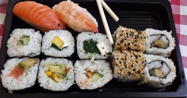 «Харакири» по-новосибирски: Пять человек отравились суши