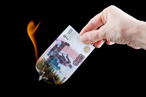 СКР: Замглавы дальневосточной таможни хотел сжечь взятки