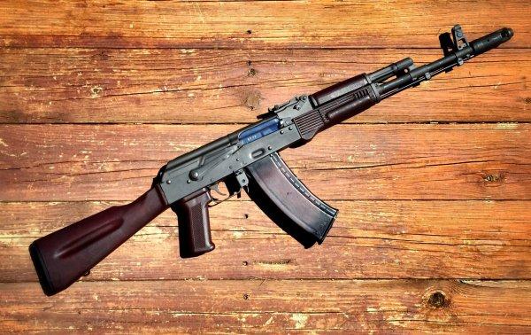 В США 3-летняя девочка случайно выстрелила в бабушку из АК-47