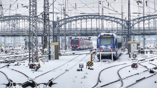В Орловской области поезд насмерть сбил 17-летнего парня