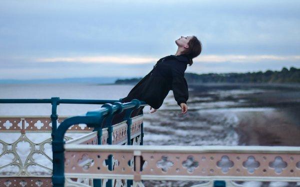 В Ростове-на-Дону подросток повис на балконе 7 этажа