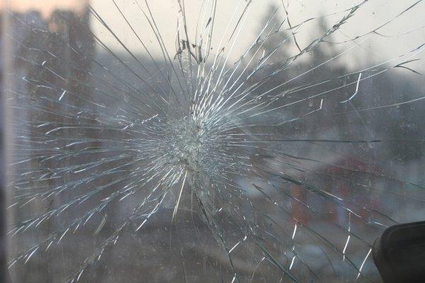 В центре Ростова-на-Дону на машину обрушился кусок фасада