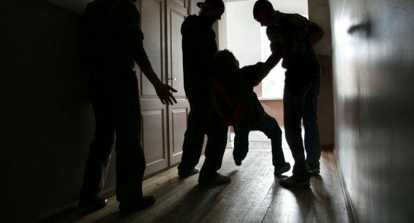 В Сочи старшеклассники жестоко избили охранника