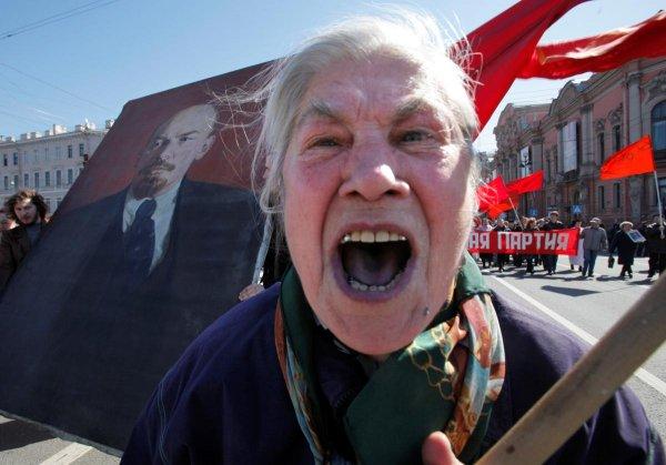 В Краснодаре пенсионеры устроили массовую драку из-за акции на кружки