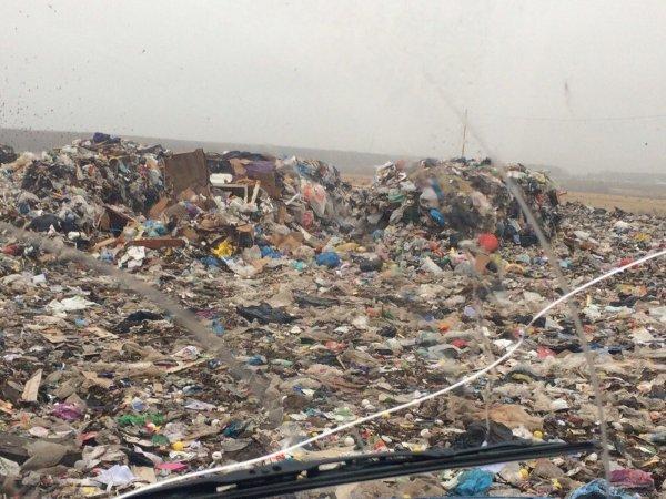 В Коломне перекрыли дорогу для фур с мусором из-за сильной вони
