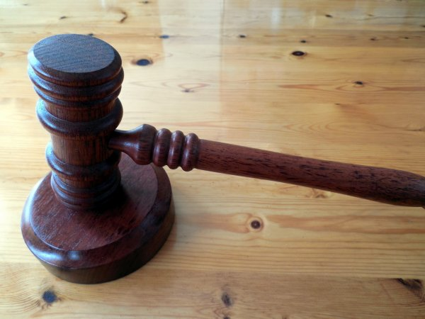 Суд одобрил продление задержания подозреваемого по делу о пожаре в Кемерово