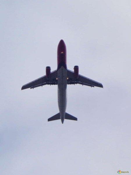 Самолет из Москвы в Магас экстренно сел из-за курильщика