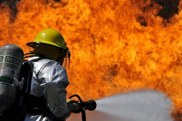 Спасатели МЧС определили очаг возгорания в кемеровском ТЦ