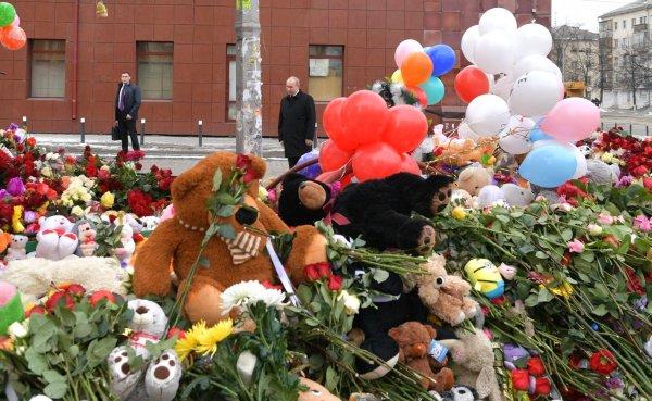 Хоккеист «Кузбасса» возил родных погибших в Кемерово всю ночь